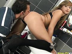 Blonde Jessica Lux lets guy stick his beefy sausage in her mouth