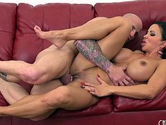 Fitness chick Jewels Jade fucked in her perfect pussy