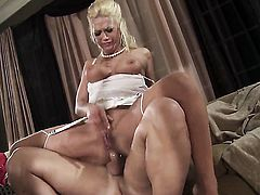 Nicki Hunter gives giving oral pleasure to hot dude