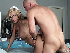 Blonde Jenny Hendrix is on the edge of nirvana with guys rock hard tool in her mouth
