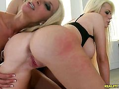 Blonde Alexis Ford with massive breasts and clean muff gives a closeup view of her snatch as she masturbates