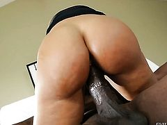 Lexington Steele does dirty things in anal action