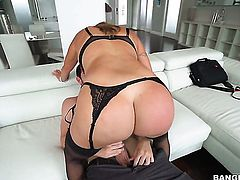 Milf chica Julianna Vega with huge knockers gets heavily fucked in her mouth by lucky man