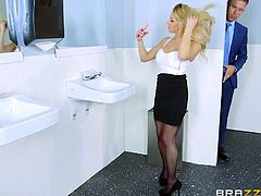 Busty milf, Rachel Rox felt horny, while she was working in office and entered the restroom, to relieve herself. She started masturbation in the toilet and one of her male co-workers noticed it. He used this opportunity to get blowjob from the hot blonde and he enjoyed it.