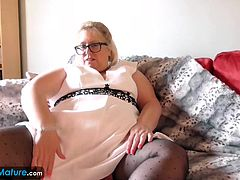 Big beautiful woman solo masturbation using fingers to fuck her pussy