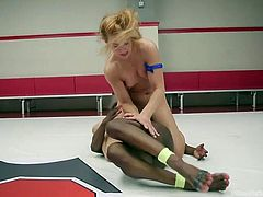 Kelli stood no chance of winning against Cheyenne today. She never gave up, but she came nowhere near the points total, and with just over 2 minutes to go, it looks like Kelli will be the one who must take the humiliation.