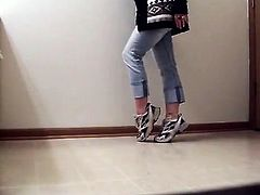 Attractive woman smelly smelly clothes and whit Shoes