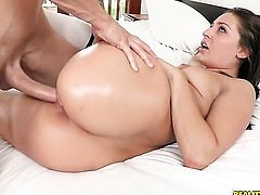 Chris Strokes with big bottom and shaved bush believes that fresh cum gives her sexual energy