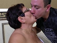 mature BBW Mariette aka Lawanda fucks with her toyboy