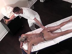 http://img4.sexcdn.net/0m/eh/co_nuru_massage.jpg