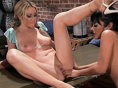 Kaylani Lei is in the mood for lesbian sex and spreads for Carolyn Reese, Updatetube.com