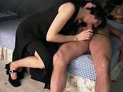 Mature Gets Warmed Up For Anal