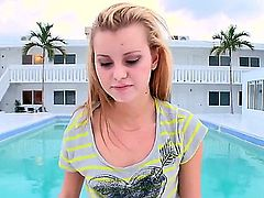 Blonde babe with a nice, round ass and perfect body, Jessie Rogers, is going to blow that white and thick rod in this pov video. Damn,she's really great at giving blowjobs