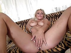 Mature NL - Steamy hot MILF masturbating with a toy