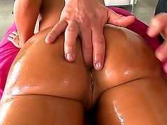 Naked curvy MILF Lisa Ann with perfect bubble butt and huge tits gets her anal hole finger fucked by curious masseur before she eats his cock. She nice body turns him on.