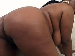 Ebony Chick Gets Her Pussy Shaved And Boned