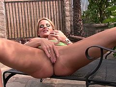 Kelly Madison uses her fingers to make her pussy dripping wet