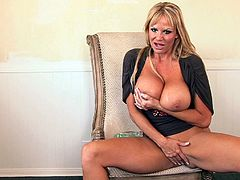 Kelly Madison uses various toys to make her pussy pulsate