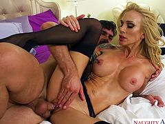 Tattooed milf Sarah Jessie gets her slit rammed and stretched