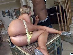 Sexy blonde with big boobs, Naomi Cruz, gets it on with a wellhung