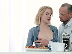 Russian blondie Via Lasciva gets her anus fucked on the first date