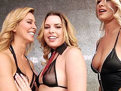 face sitting during a threesome with luscious Cherie Deville