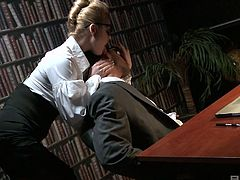 Torrid secretary Cathy Heaven seduces her boss and allows him to fuck her anal hole