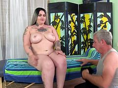 Plumper slut visits a masseur She gets kissed on her belly and ass He massages her back and thighs with oil Then he rubs her pussy and then continue teasing her pussy with a dildo and vibrator
