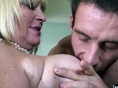 Her skills come back to her as soon as she wraps her wrinkly hands around Bens throbbing cock. He fucked a lot of college pussy in his day, but now hes ready to engage with a mature woman the way nature intended.
