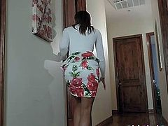 Ebony Teen Caught Spying on Dude