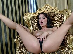 Nicole Smith is an elegant babe who loves masturbating