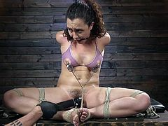 It's time for this fragile babe, Roxanne Rae, to get some exquisite pleasures from our harsh master and to experience a series of brutal orgasms. Join and enjoy inescapable rope bondage!