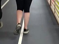 Jiggly booty at gym