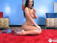 Perfect brunette Jayden Jaymes rubbing and waking with huge dildo on the floor