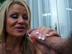 Hot sex session with insatiable blonde chick Kelly Madison