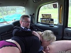 Female taxi driver wanks and fucks