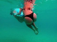 UNDERWATER beautiful teen ass!