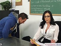 Brunette teacher Kendra Lust gets facialized