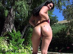 Awesome Charley Chase pleases a guy by sucking his stiff dick