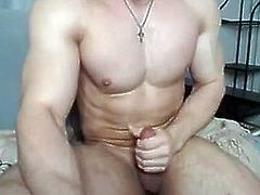 Young bodybuilder jerking off