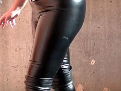 http://img4.sexcdn.net/0t/47/2w_leather_boots.jpg