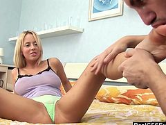 Yummy blond Gf Mandy Dee gets her pussy licked before a steamy anal sex