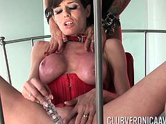 Cumming with Veronica Avluv after their splendid lesbian action