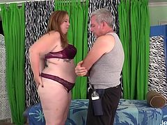 Sexy BBW visits a masseur He gets her naked and kisses her belly and ass He massages her pussy with oil and then licks and fingers her pussy And continues teasing her pussy with sex toys