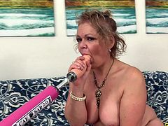 A Fucking Machine Makes Horny Grandma Kelly Leigh Climax