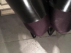 High Heels pissing in latex and nylons