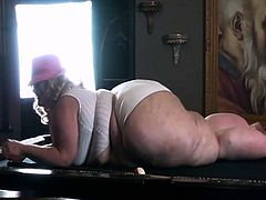 Amateur BBW Smoking Fetish Blond Gives Blowjob