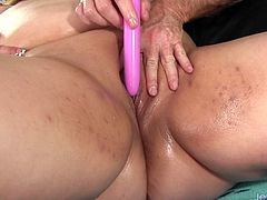 Horny BBW visits a masseur He gets her naked and kiss her belly and ass He massages her back Then tease her with sex toys He uses dildo and vibrator in her pussy to give her intense orgasm