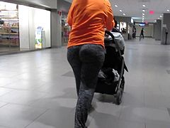 MILF with great plump jiggley ass in spandex pants