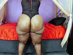 Ms Marshae, I love this ass. Fantastic and delicious this huge ass dancer, her cellulite makes my cock very hard, especially when she shakes her fantastic ass with her fantastic panties, she is a marvel.